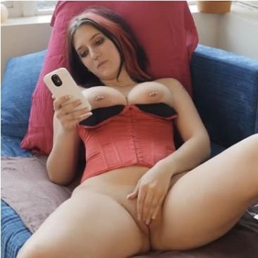 Talya - masztrubálás pornóvideó nézés közben