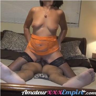 Félrekúró feleség seggel üli meg a faszt